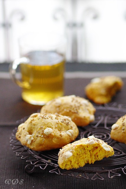 Pumpkin cookies with white chocolate and spices